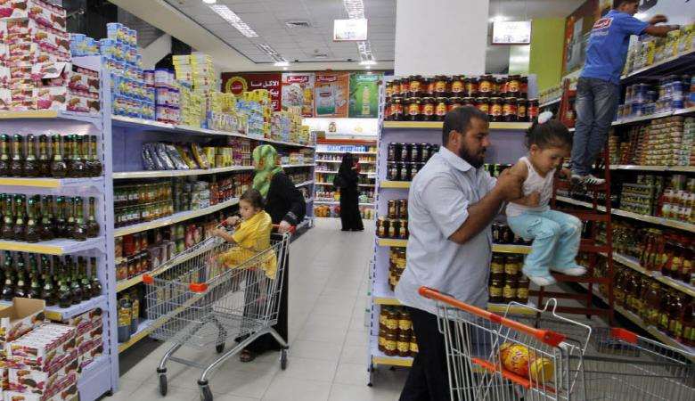الاقتصاد تبدأ بتنفيذ قرار الحكومة بمنع ادخال البضائع الاسرائيلية