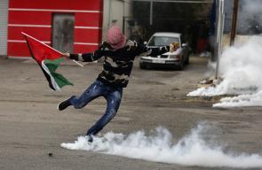 مواجهات بين الشبان وقوات الاحتلال على المدخل الشمالي لمدينة البيرة