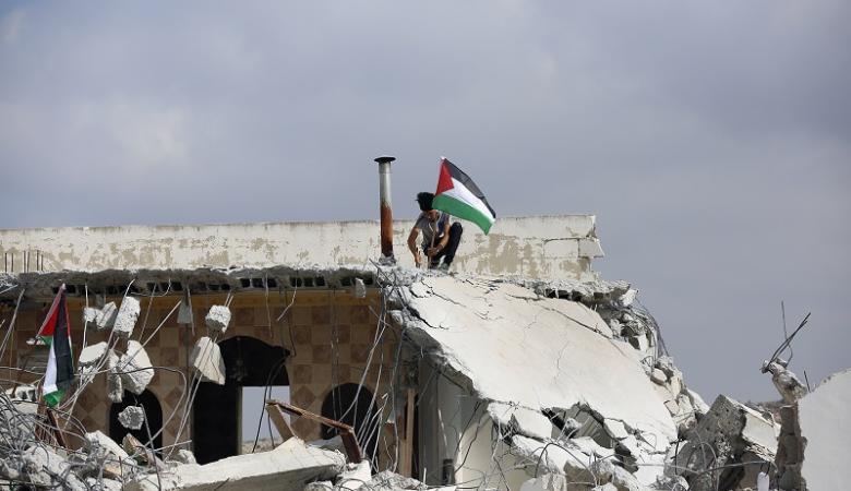 مصادرة اموال خصصت لاعادة بناء منزل عائلة شهيد من دير ابو مشعل غرب رام الله