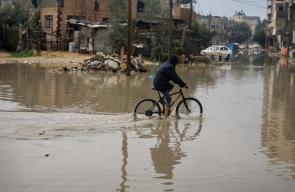 مياه الامطار تغمر منازل وطرق غزة