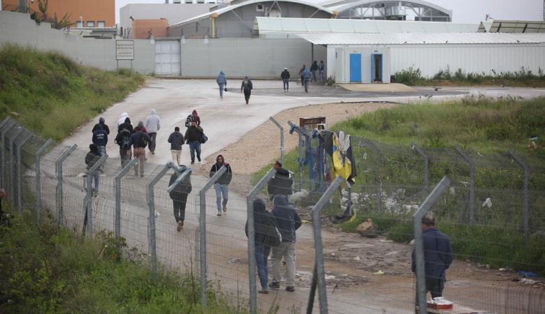 الاجهزة تتعامل مع مئات العمال العائدين من الداخل المحتل