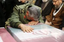 شاهد: قاسم سليماني ورئيس برلمان إيران يبكيان بحرقة