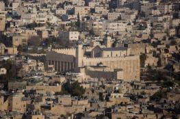 الاحتلال ينصب كرفانات عسكرية بأعلى قمة في مدينة الخليل