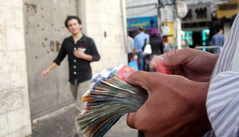 تذبذب للدولار مقابل الشيقل