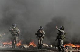 جرافات الاحتلال تزيل الحواجز التي وضعها الشبان قرب مستوطنة بيت أيل