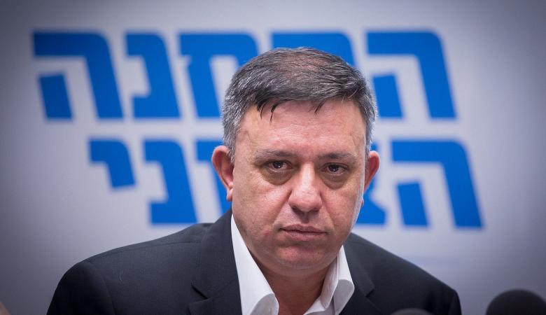 زعيم حزب العمل الإسرائيلي يعتزل الحياة السياسية