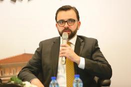 الاحتلال يمنع الوزير السابق ايهاب بسيسو من السفر الى الخارج