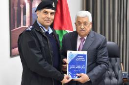 مدير عام الشرطة يسلم الرئيس التقرير السنوي عن العام 2017