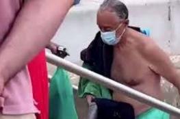 "شاهد ..رئيس البرتغال بلا حراس وبـ""شورت"""