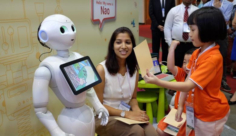 الروبوتات تحل محل المعلمين في العقد المقبل