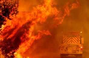 حرائق هائلة تشتعل في كاليفورنيا والآلاف يفرون من منازلهم