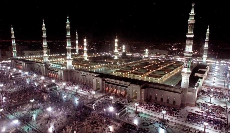 شاهد..السعودية تعيد فتح المسجد النبوي امام المصلين