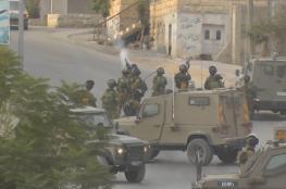 الخليل: الاحتلال يستدعي 3 شبان من بيت أمر لمقابلة مخابراته
