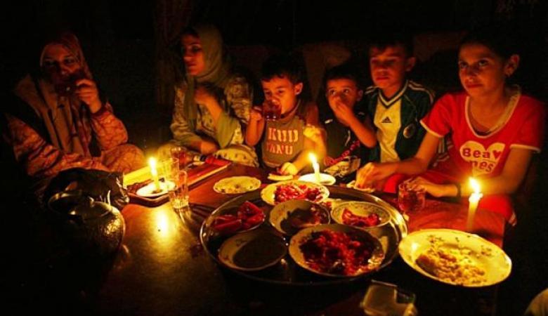انقطاع الكهرباء المتواصل يغيّر أنماط الحياة في قطاع غزة