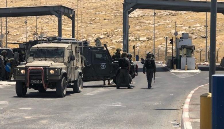 """الاحتلال يواصل اغلاق حاجز """"الكونتيتر """" لليوم الثاني على التوالي"""