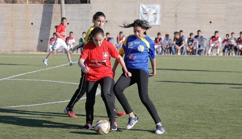 الرجوب : مهتمون بتطوير الكرة النسائية في فلسطين