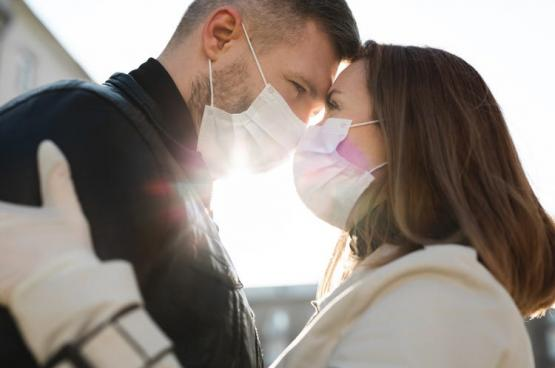 """لقاءات عبر """"زووم"""" للزواج.. شركات تنجح في استغلال الحجر الصحي لخفض نسبة العزوبة"""