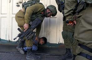 الاحتلال يعتقل عدة اطفال في الخليل