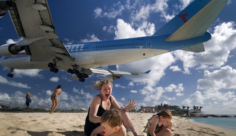 """""""أخطر مطار بالعالم"""" يودي بحياة سائحة"""
