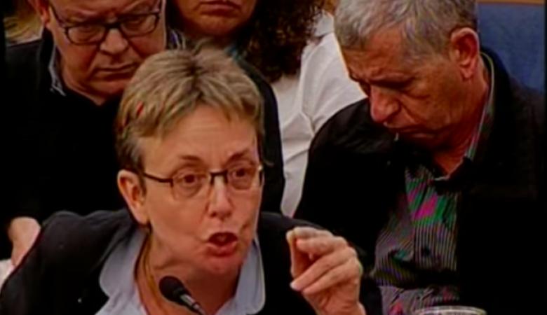 """والدة جندي إسرائيلي أسير في غزة تهاجم """"نتنياهو"""" وأعضاء الكنيست"""