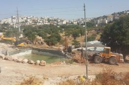 الخليل : جرافات الاحتلال تهدم بركة لري المزروعات