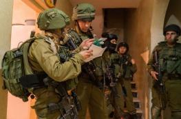 قوات الاحتلال تعتقل 11 مواطنا من الضفة الغربية فجر اليوم