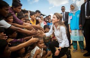 الملك رانيا العبد الله تزور مخيمات مسملي الروهينغا في بنغلادش لتسليط الضوء على معاناتهم