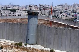 """""""اسرائيل """" تفتح العبارات وتقص السياج العازل جنوب قلقيلية"""