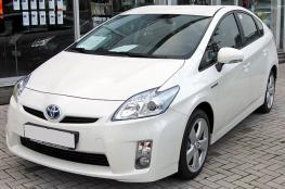 تويوتا تستدعي ملايين السيارات بسبب خلل