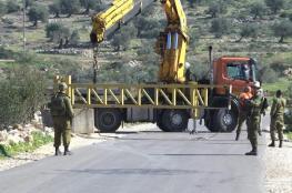 الاحتلال يغلق طريقاً ترابية قرب قرية عابود شمال رام الله