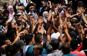 فرحة مقدسية بفتح ابواب المسجد الأقصى