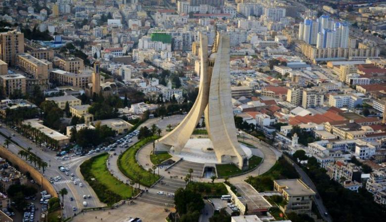 """""""التعليم العالي"""" تعلن عن منح دراسية في الجزائر"""