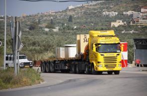 جنين - قوات الاحتلال الاسرائيلي تغلق مدخل يعبد بالمكعبات الاسمنتية