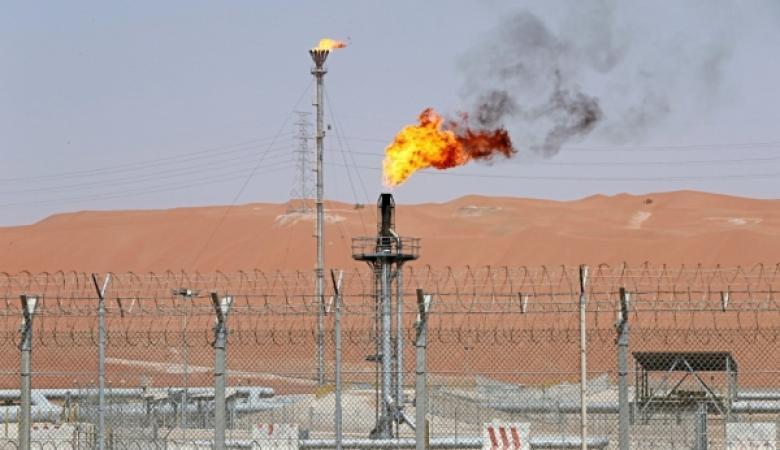 السعودية تعلن اعتزامها  مواصلة تخيض تصدير النفط