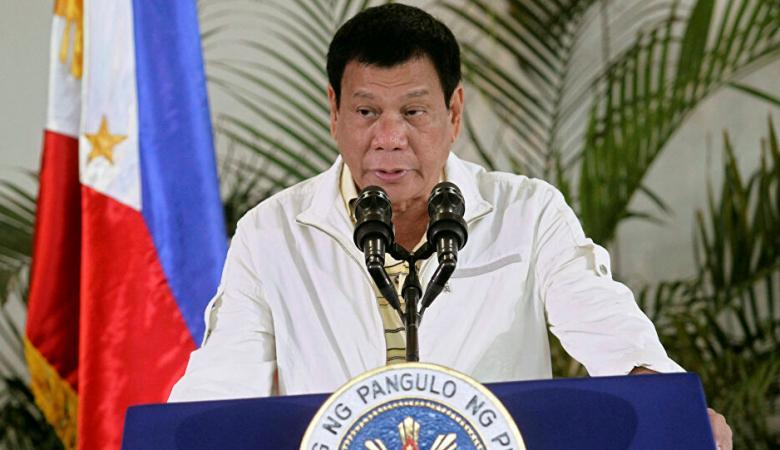 الرئيس الفلبيني ينصح الفقراء بغسل اليدين بالوقود ورش المطهرات في الفم