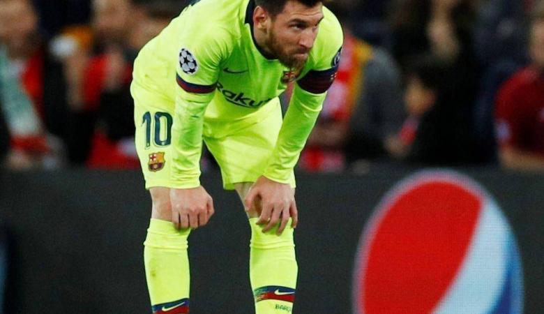 ميسي يطلب بيع 3 من لاعبي برشلونة