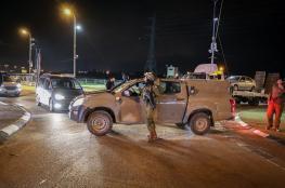اصابة شاب واعتقالات واسعة بالضفة الغربية فجر اليوم