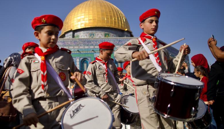 استعراض كشفي يجوب شوارع القدس احتفالا بذكرى المولد النبوي