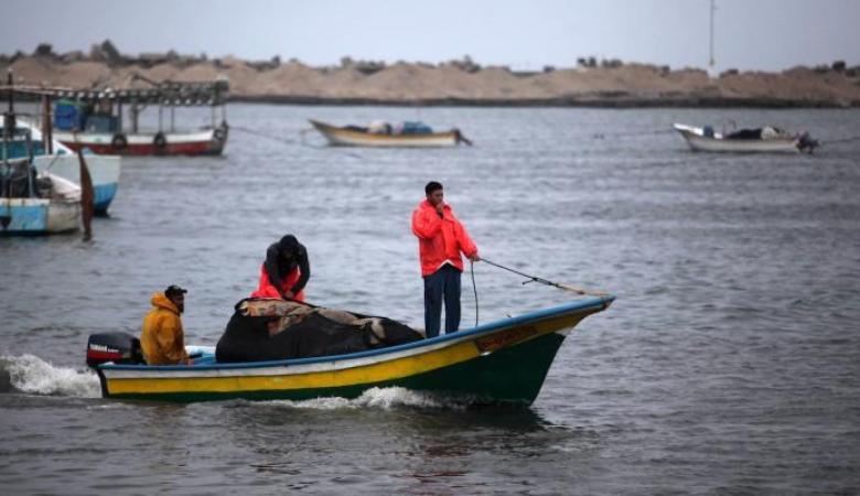الاحتلال يقرر  توسيع مساحة الصيد ببحر غزة