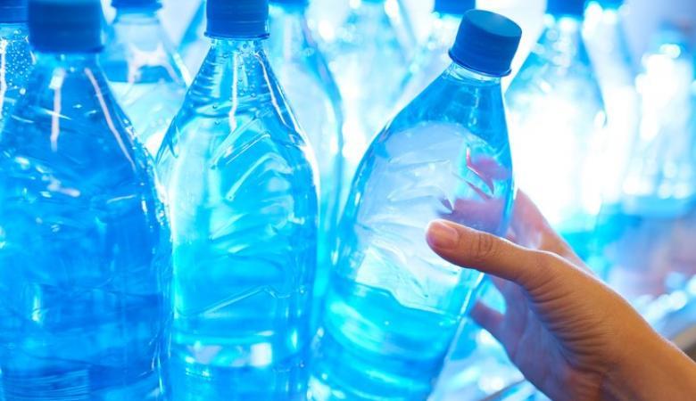 """شركة مياه """"اسرائيلية """" تسوق منتجاً خطيرا على صحة المواطينن"""