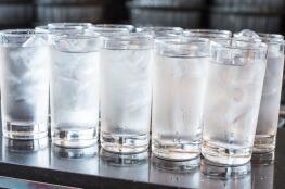 هل شرب الماء البارد ضار بجسم الانسان ؟ الاطباء يجيبون