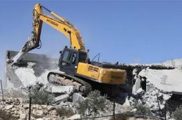الاحتلال يخطر بهدم 4 منازل في يطا جنوب الخليل