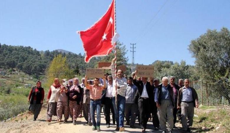 أتراك يتظاهرون احتجاجا على عدم تمكنهم من الزواج منذ 9 سنوات