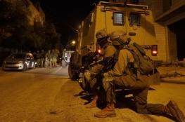 الاحتلال يعتقل 15 مواطنا من الضفة الغربية فجر اليوم