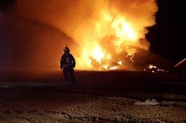 النيران تشتعل بطائرة عسكرية اسرائيلية شمال الخليل