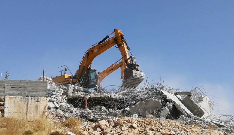 """الاحتلال يخطر بهدم """"بناء إضافي"""" في منزلين بالولجة غرب بيت لحم"""