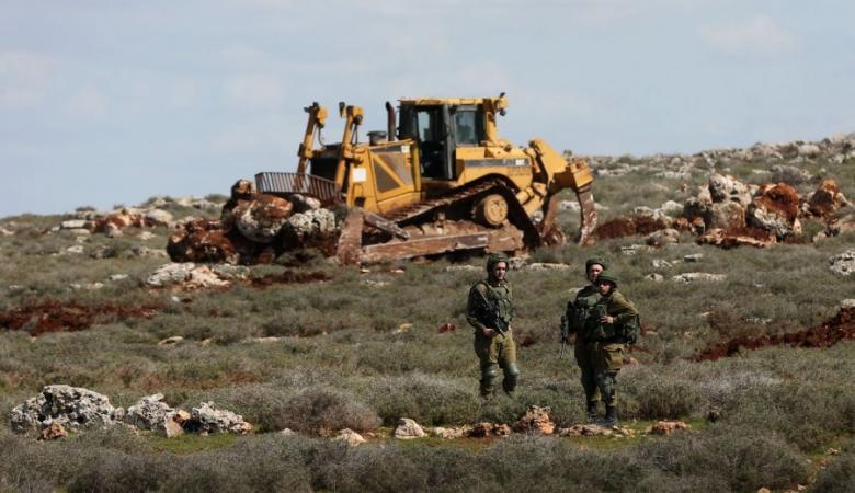الاحتلال يستولي على جرافتين وجرار زراعي جنوب نابلس