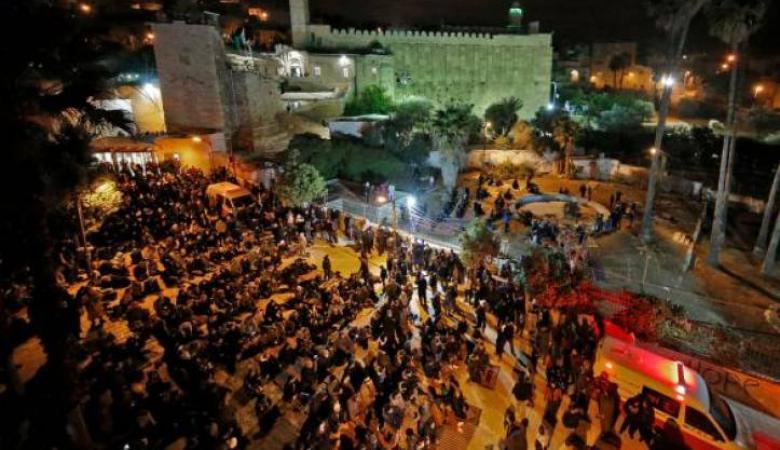 الاحتلال يمنع مؤذن الحرم الإبراهيمي من رفع أذان الفجر والمواطنين من أداء الصلاة فيه