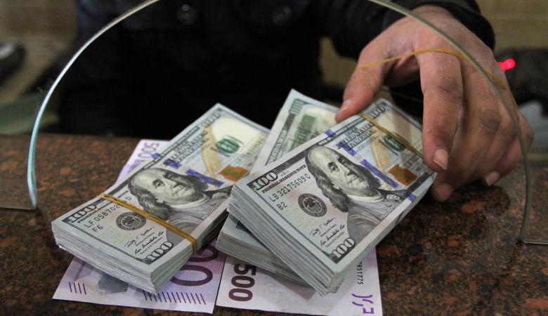 الدولار يهبط الى أقل سعر له مقابل الشيقل منذ 30 يوما