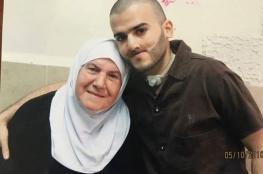 الاحتلال يقرر منع الاسرى من التقاط الصور التذكارية مع عائلاتهم